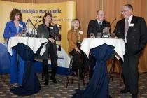 terke debatopstelling tijdens Politiek Forum: vlnr Sharon Gesthuizen (SP), Elly Blanksma (CDA), Pauline Smeets (PvdA), Fred Teeven (VVD) en Hans Sluiter, Districtsvoorzitter Gelre van de Koninklijke Metaalunie.